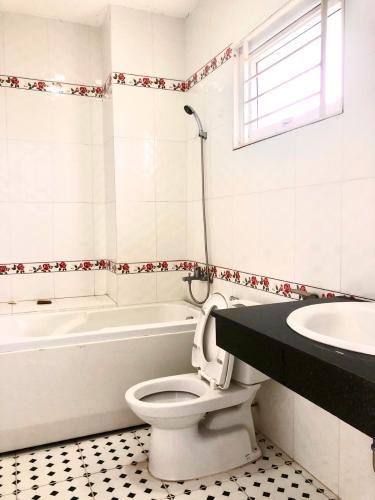 Phòng tắm  nhà phố Quận 9 Nhà phố KDC Hoàng Anh Minh Tuấn Quận 9 nhà bàn giao đầy đủ nội thất.