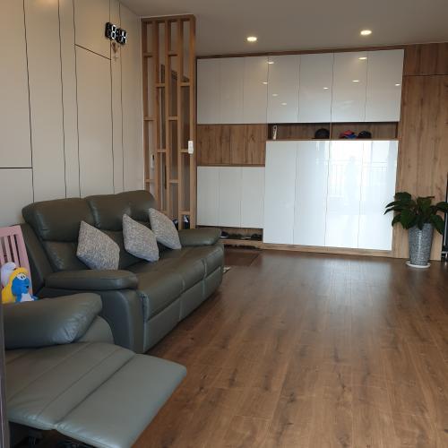 Căn hộ Riviera Point nội thất đầy đủ, sàn gỗ sang trọng.
