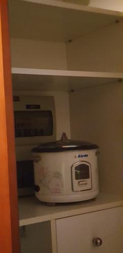 máy giặt Căn hộ The Manor hướng Tây, nội thất đầy đủ tiện nghi.