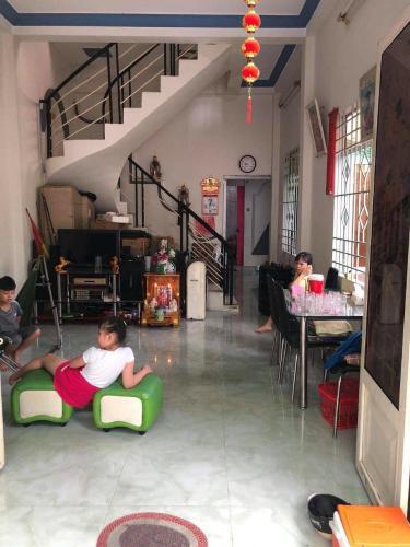 Bán nhà hẻm đường Huỳnh Tấn Phát, có ban công rộng rãi thoáng mát, sổ hồng pháp lý đầy đủ.