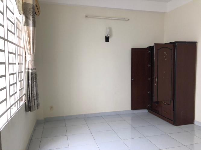 Phòng ngủ nhà phố Nhà phố Bình Tân kết cấu 1 trệt 1 lầu, kèm nội thất cơ bản.