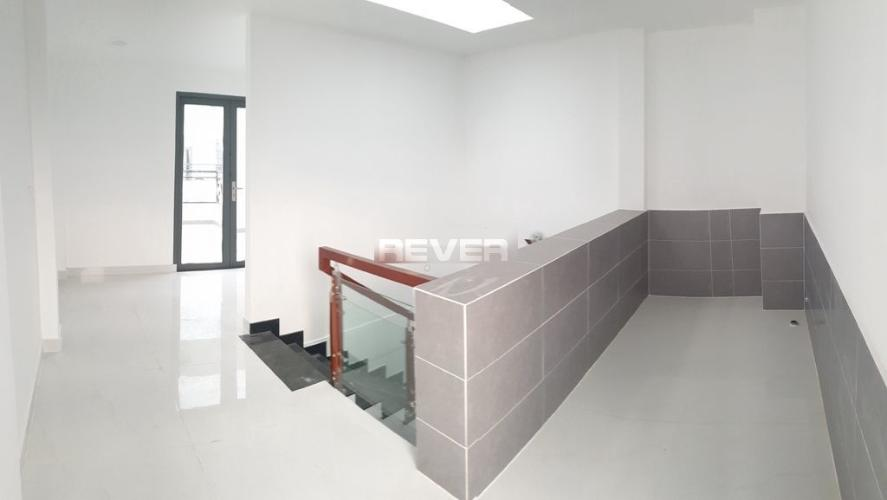 Tầng trên nhà phố Thạnh Xuân 24, Quận 12 Nhà nguyên căn mới xây 1 trệt 3 lầu làm văn phòng, hẻm xe hơi.