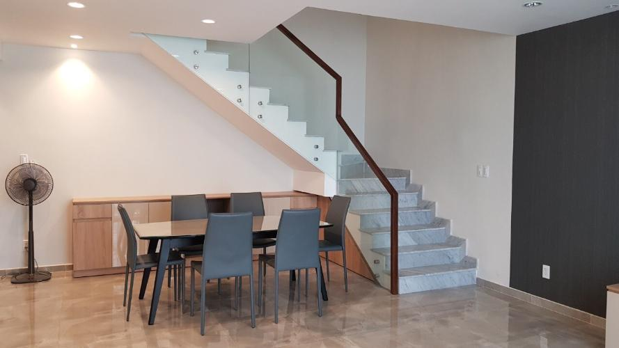 Căn hộ Star Hill Phú Mỹ Hưng tầng trung, nội thất cơ bản sang trọng.