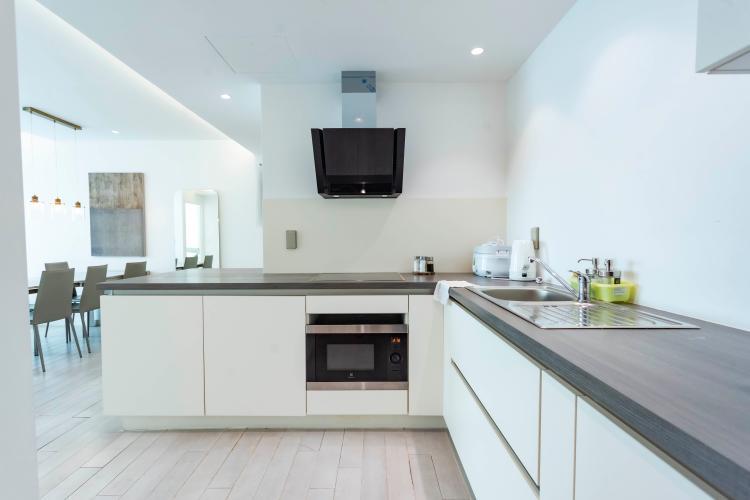 Phòng bếp Léman Luxury Apartment Căn hộ Léman Luxury Apartments ban công hướng Đông Nam, view tầng cao.