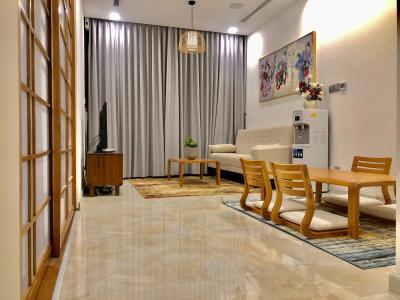 Căn hộ tầng thấp Vinhomes Golden River đầy đủ nội thất.