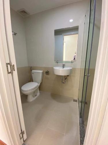 phòng vệ sinh căn hộ diamond riverside Căn hộ Diamond Riverside ban công hướng Đông, nội thất cơ bản.