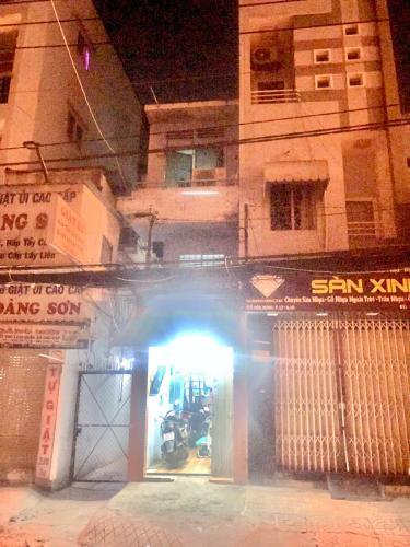 Bán nhà phố đường Hòa Hưng phường 13 quận 10, diện tích đất 19.1m2, diện tích sàn 39.8m2, đầy đủ nội thất.