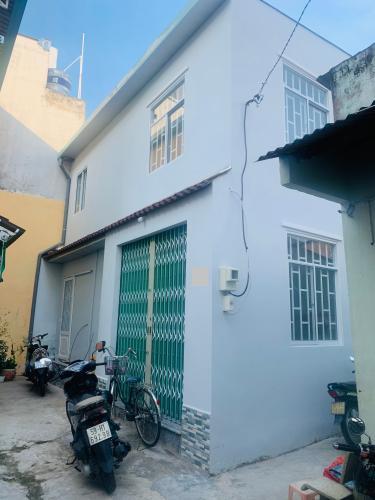 Nhà phố Q.Bình Tân hướng Đông, bàn giao sổ hồng kèm nội thất cơ bản.
