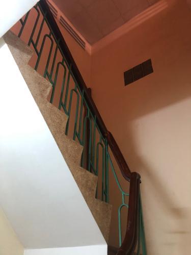 Cầu thang nhà phố Nguyễn Kim, Quận 10 Nhà phố hẻm Nguyễn Kim nội thất cơ bản, sổ hồng riêng.