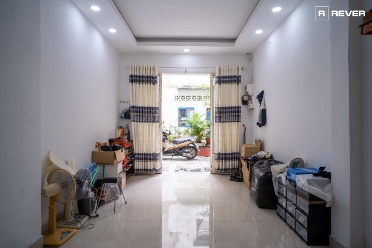 Bên trong nhà phố Nguyễn Thượng Hiền, Phú Nhuận Nhà phố hẻm hướng Tây Nam, có sân trước rộng rãi, bàn giao sổ hồng.