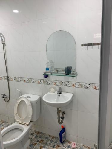 Phòng tắm nhà phố Quận Phú Nhuận Nhà phố Quận Phú Nhuận có 2 mặt tiền hẻm hướng Đông