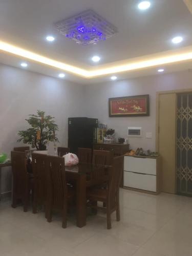 Căn hộ Oriental Plaza tầng 6 view thành phố thoáng mát, đầy đủ nội thất.