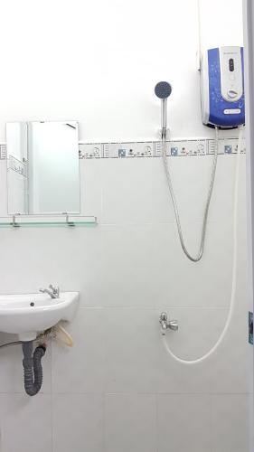 Phòng tắm nhà phố Nhà phố mặt tiền diện tích 5mx10m, thuận tiện kinh doanh.