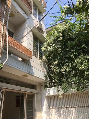 Nhà phố Quận 3 hướng Đông Nam diện tích sử dụng 112m2, nội thất cơ bản.