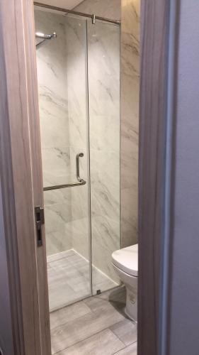 Phòng tắm Phú Mỹ Hưng Midtown Căn hộ Phú Mỹ Hưng Midtown nội thất hiện đại, cửa hướng Đông Nam.
