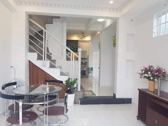 Bên trong nhà phố Trần Quang Diệu, Quận 3 Nhà phố hướng Tây Nam, hẻm trước nhà 3m, đầy đủ nội thất.