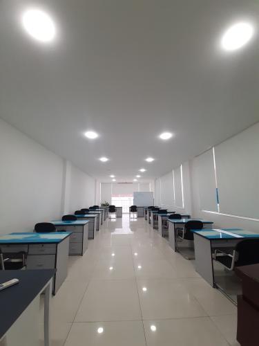 Không gian nhà phố Thủ Đức Nhà phố mặt tiền diện tích 630m2 hướng Nam, thích hợp kinh doanh.