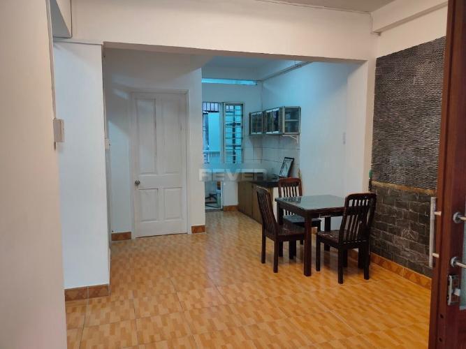 Căn hộ tầng trệt Gò Dầu 2 nội thất cơ bản, cửa hướng Đông Bắc.