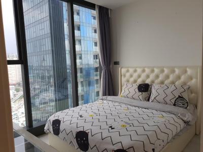 Căn hộ Vinhomes Golden River tầng cao, nội thất hiện đại.