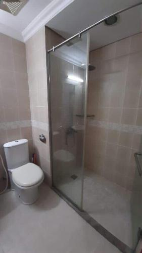 Toilet The Manor Quận Bình Thạnh Căn hộ The Manor tầng trung, ban công view hướng Đông.