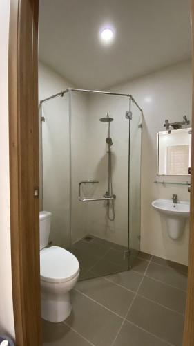 Phòng tắm nhà phố Quận 9 Nhà phố KDC Mega Residence Quận 9 hướng Đông, đầy đủ nội thất.
