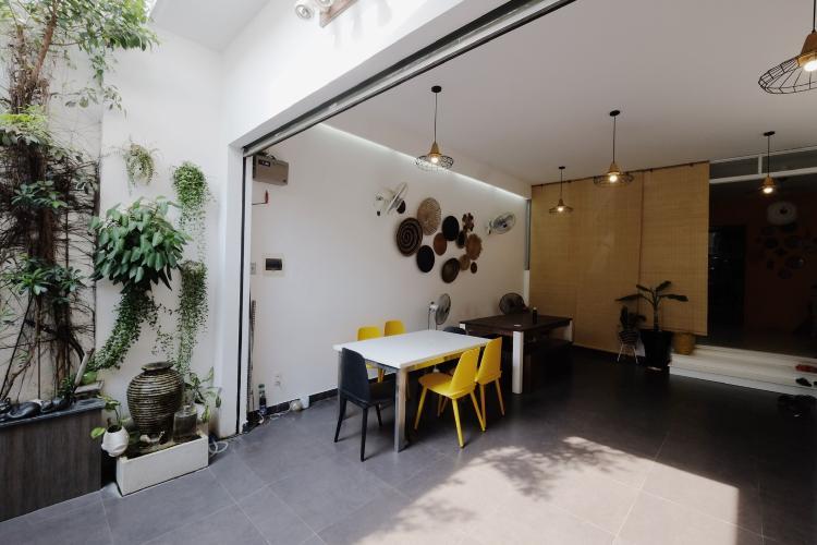 Khuôn viên tầng trệt Nhà phố thiết kế hiện đại, tiện nghi, hẻm 5m rộng rãi.