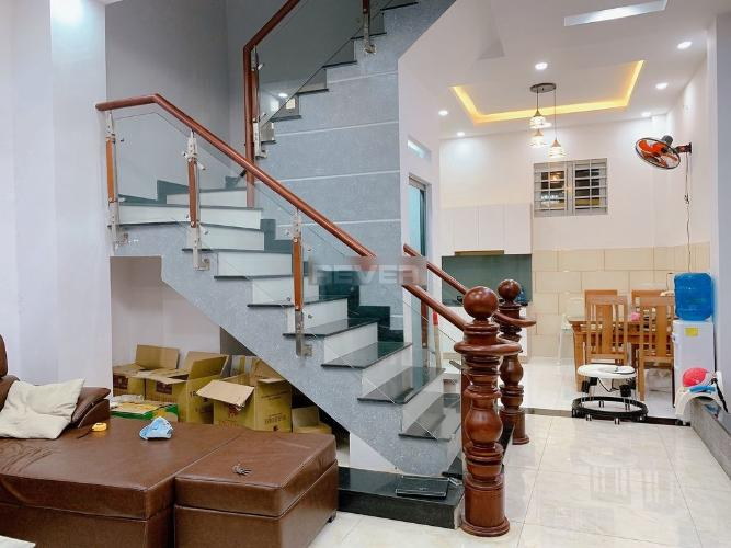 Nhà phố kết cấu 1 trệt 2 lầu đầy đủ nội thất, cách Quốc Lộ 13 100m.