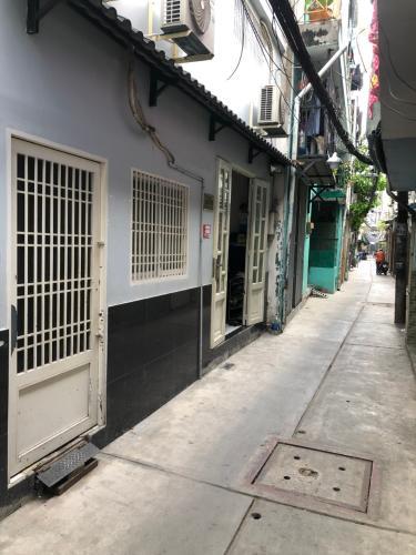 Hẻm nhà phố Nguyễn Trãi, Quận 1 Nhà phố hướng Tây Nam, sàn phòng ngủ lót gỗ, diện tích 51m2.