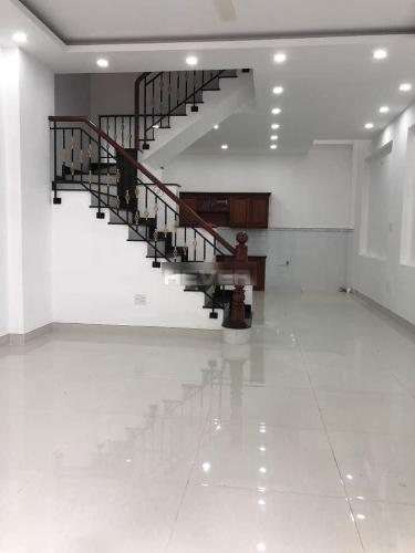 Phòng khách nhà phố Quận Bình Tân Nhà phố Q.Bình Tân hướng Nam 1 trệt 3 lầu diện tích sử dụng 240m2.