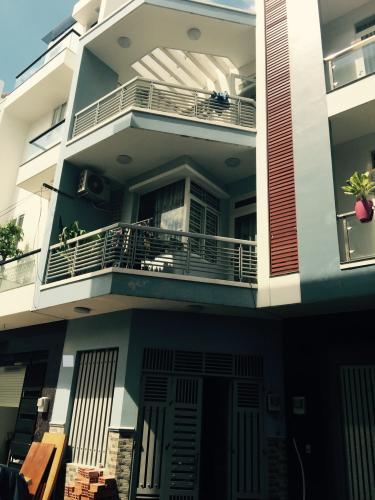 Mặt tiền nhà phố Bờ Bao Tân Thắng, Tân Phú Nhà phố hướng Đông, hẻm xe hơi quay đầu thông thoáng.