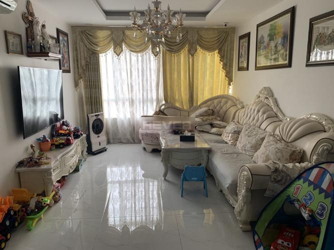 Căn hộ Chánh Hưng Giai Việt đầy đủ nội thất, view mát mẻ.