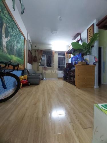 Căn hộ chung cư Lê Thành tầng 3, ban công hướng Đông Bắc mát mẻ.
