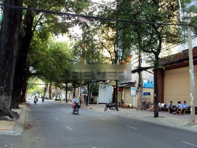 Đường trước văn phòng quận 3 Văn phòng diện tích 107m2 lót sàn gỗ sang trọng, ngay công viên Tao Đàn.