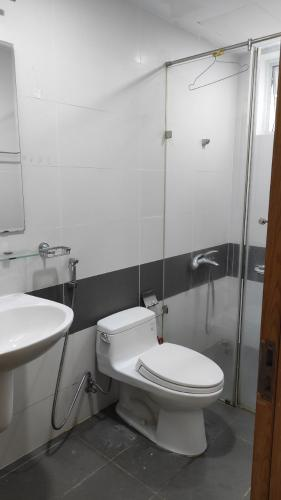 Phòng tắm Him Lam Chợ Lớn Quận 6 Căn hộ Him Lam Chợ Lớn hướng Đông Nam, đầy đủ nội thất.