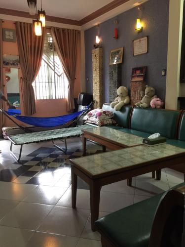 Phòng khách nhà phố Bình Thạnh Bán nhà hẻm Đặng Thùy Trâm, Bình Thạnh, sổ hồng, cách cầu Bình Lợi 700m
