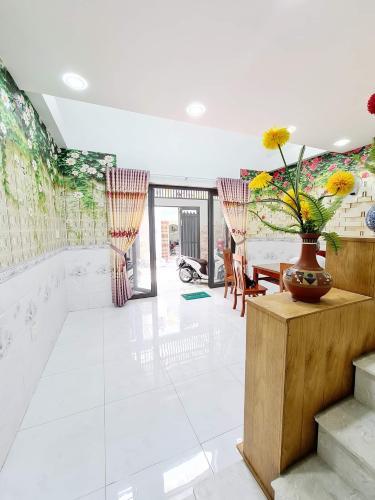 Nhà phố hẻm xe hơi đường Phạm Văn Chiêu, diện tích 56m2 đầy đủ nội thất.