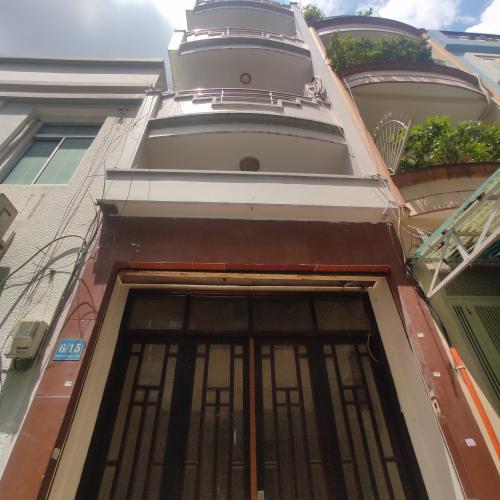 Nhà phố hướng Đông hẻm xe hơi rộng rãi, thiết kế nhà vô cùng sang trọng.