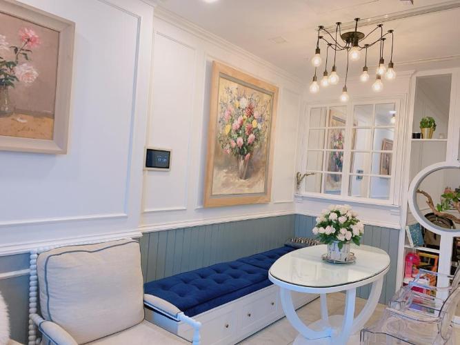 Căn hộ nội thất đầy đủ Vinhomes Golden River tầng cao.