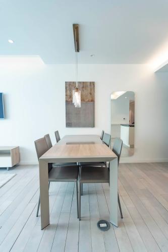 Căn hộ tầng cao Léman Luxury Apartments tiện nghi cao cấp.