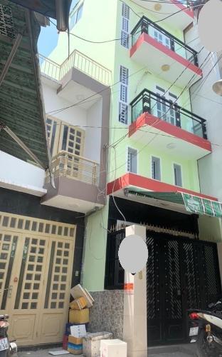 Nhà phố hướng Đông diện tích 31.2m2, không có nội thất.