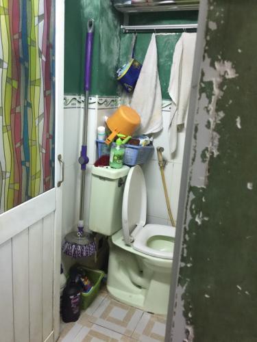 toilet  nhà phố quận 1 Nhà phố 2 tầng hẻm Bùi Viện, diện tích 3.78m x5.71m