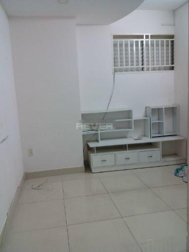 Căn hộ Nhiêu Tứ 1 gồm 2 phòng ngủ, nội thất cơ bản.