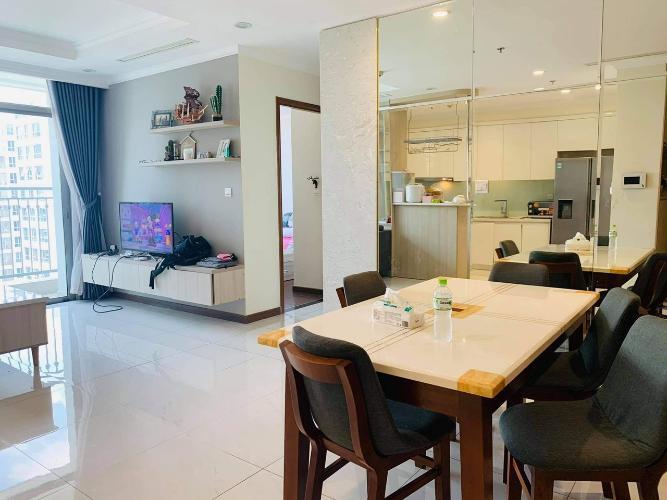Căn hộ tầng cao Vinhomes Central Park, nội thất cơ bản.