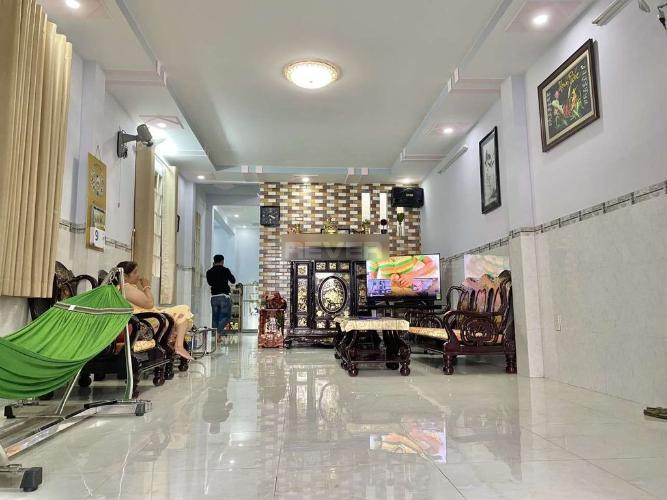 Phòng khách nhà phố Huyện Nhà Bè Nhà phố Huyện Nhà Bè 1 trệt 1 lầu diện tích sử dụng 220m2, có sổ đỏ.