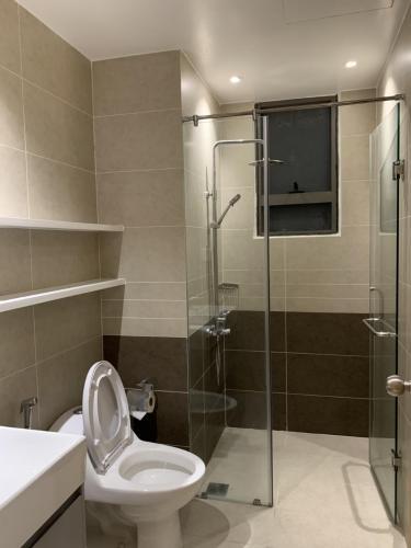 Toilet Cho thuê căn hộ The Sun Avenue tầng trung, diện tích 75m2, 2PN, ban công hướng Tây Nam