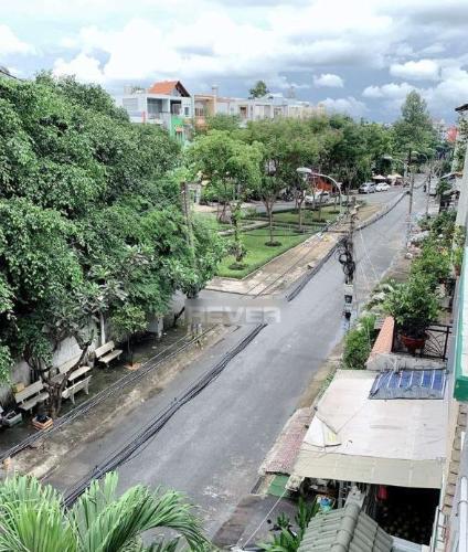 Đường nhà phố Quận Bình Tân Nhà phố mặt tiền đường 30 hướng Đông có sân thượng, đầy đủ nội thất.