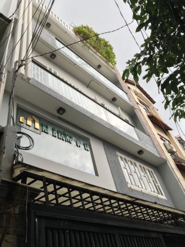 Nhà phố cách mặt tiền 30m, bàn giao kèm nội thất tiện nghi.