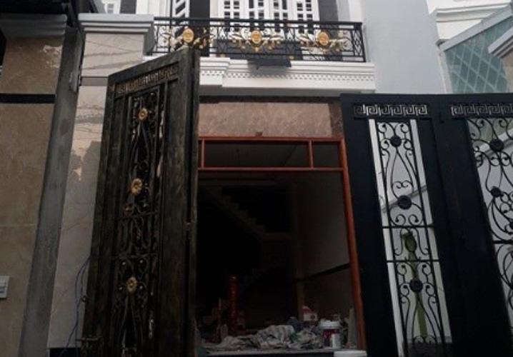 Nhà phố hướng Đông cách chợ Bình Thành 200m, có sổ hồng riêng.