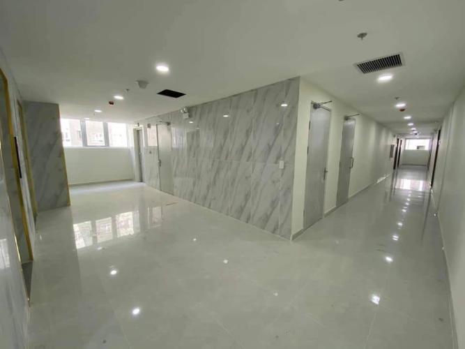 Hành lang căn hộ Topaz Elite Căn hộ Topaz Elite tầng thấp, không bàn giao nội thất.