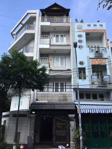 Nhà phố mặt tiền 12m hướng Đông, thích hợp kinh doanh.